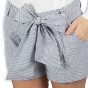 Lauren James gray and white seersucker bow shorts